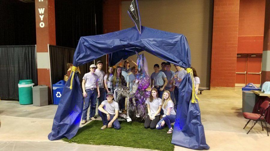 PHS+students+pose+with+the+award-winning+unicorn+at+Art+Symposium+in+Casper.