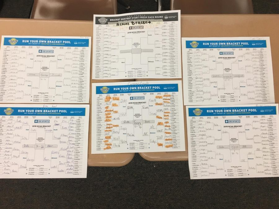 Powell+High+school+students+filled+out+their+brackets+for+the+NCAA+men%27s+basketball+tournament.