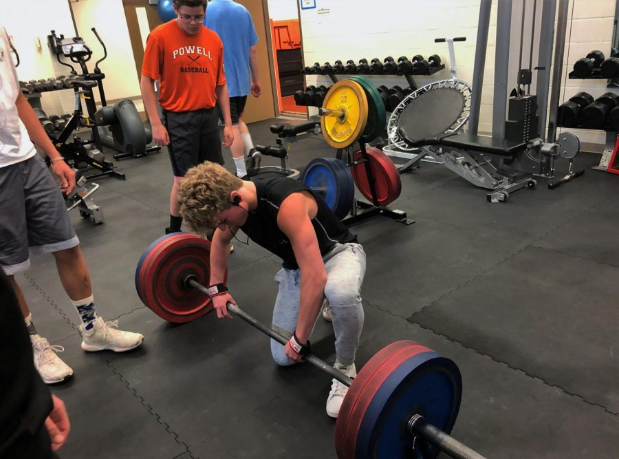 Junior+Tanner+Moore+attempts+his+deadlift+max+at+295+lbs.+%0A