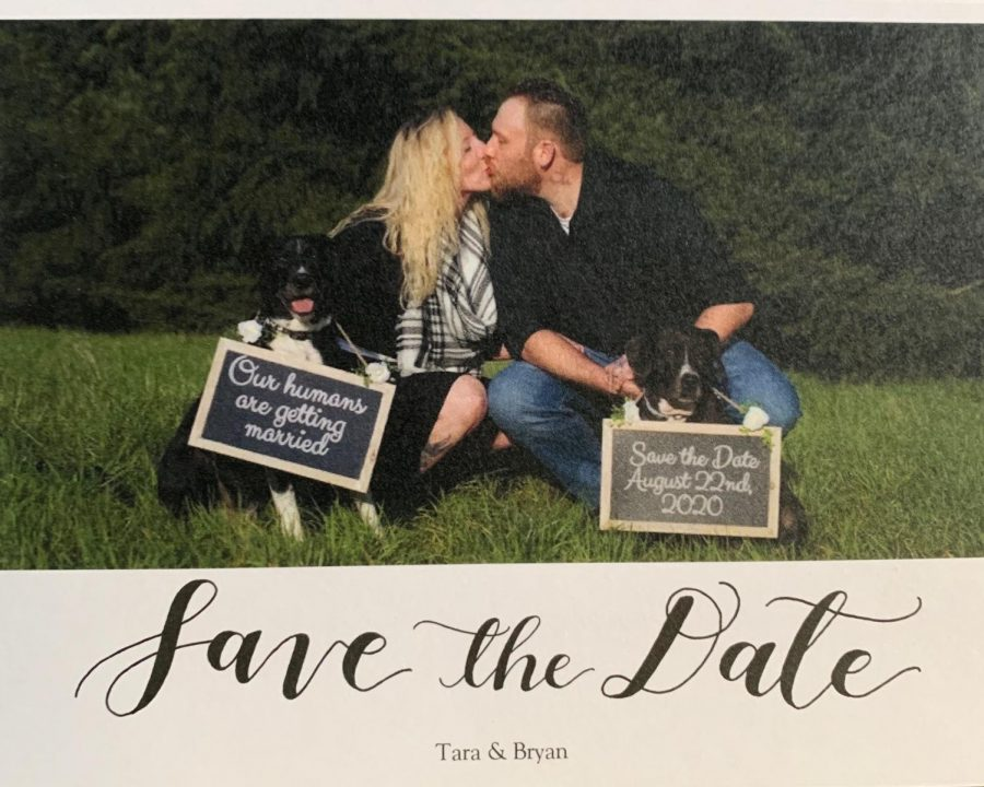 Tara+Pelton+and+Bryan+Belzer+pose+with+their+dogs+on+their+save+the+date+cards.