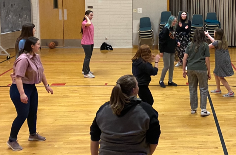 Powell+Speech+and+Debate+members+play+a+game+of+volleyball+after+competing+at+the+State+Speech+and+Debate+Tournament+on+March+12.%C2%A0