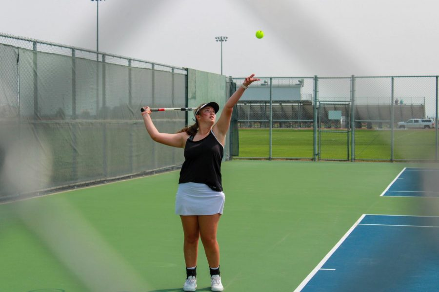 Senior+Ashely+Dunkerly+strikes+a+serve+during+the+2020+competitive+tennis+season.+Players+attending+the+tennis+workshop+hosted+by+Luke+Jensen+will+perform+drills+and+other+activities+to+help+improve+their+skills.
